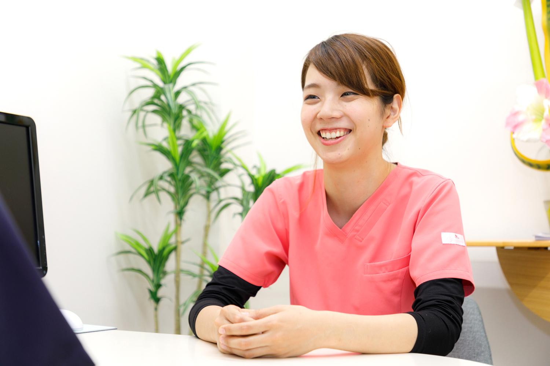 小嶋デンタルクリニックの女性スタッフ 患者様とのコミュニケーションを大切に